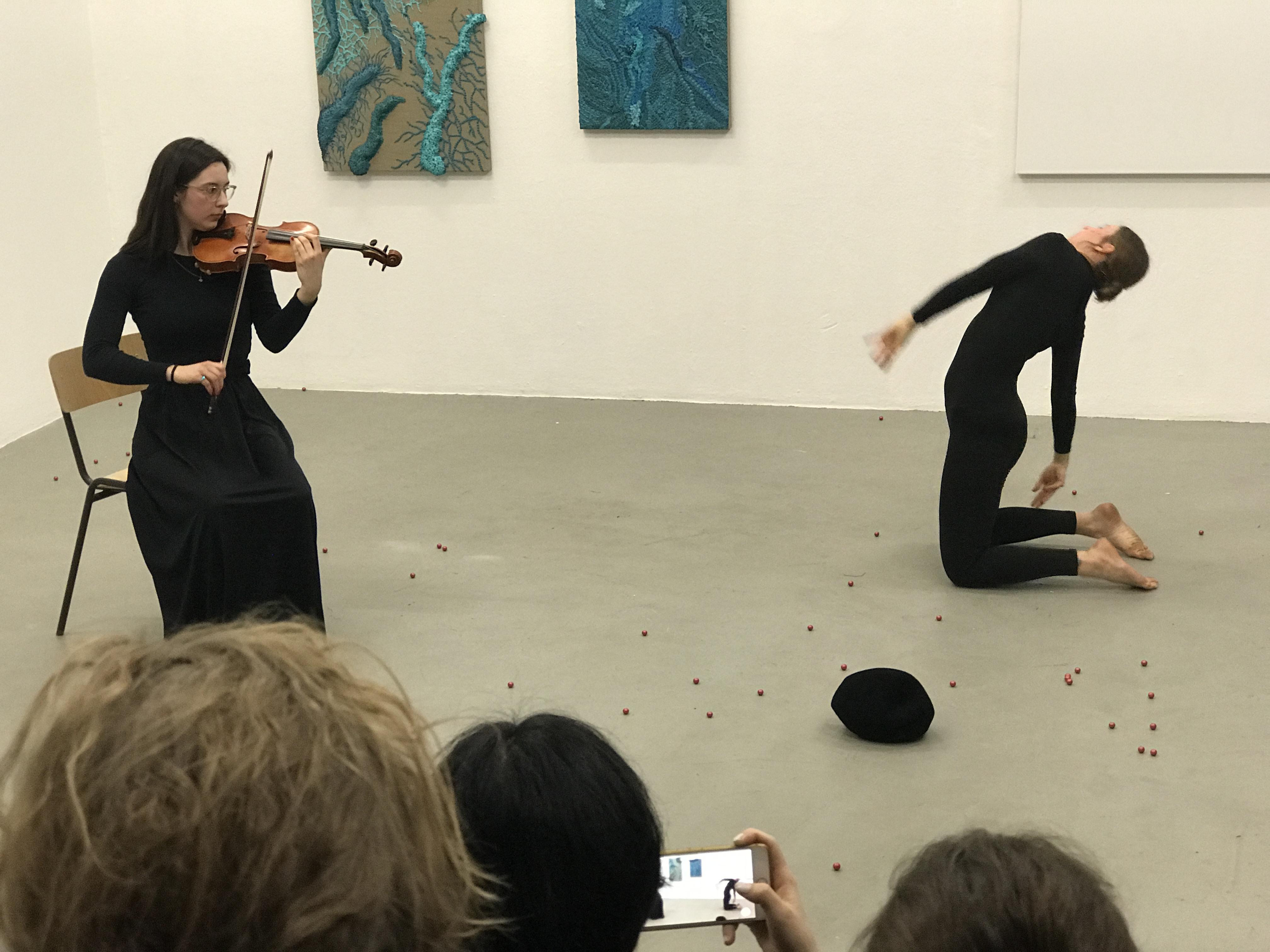 Julia Magdalene Rómas Frontpage Performance